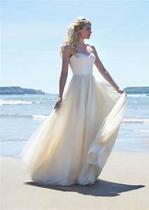 Classic wedding dresses from top designers modwedding for Classic wedding dresses