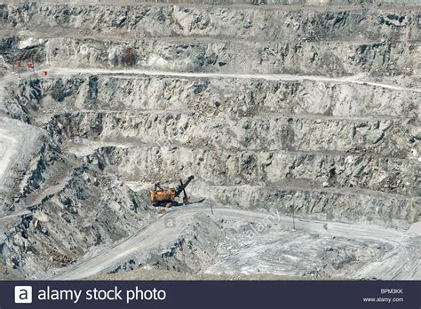 jeffrey asbestos  open pit  pictured   town