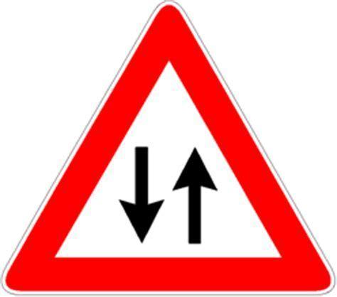 segnale mobile di pericolo educazione stradale definizione dei segnali di pericolo