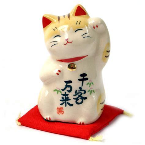 chat japonais porte bonheur chat porte bonheur japonais manekineko en c 233 ramique 7744