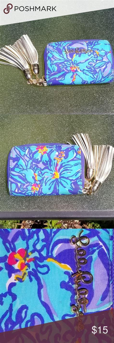 foto de Lilly Pulitzer Mai Tai tassel wallet blue pink Lilly