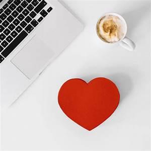 Schachtel Für Fotos : herzf rmige schachtel in der n he von kaffee und laptop download der kostenlosen fotos ~ Orissabook.com Haus und Dekorationen