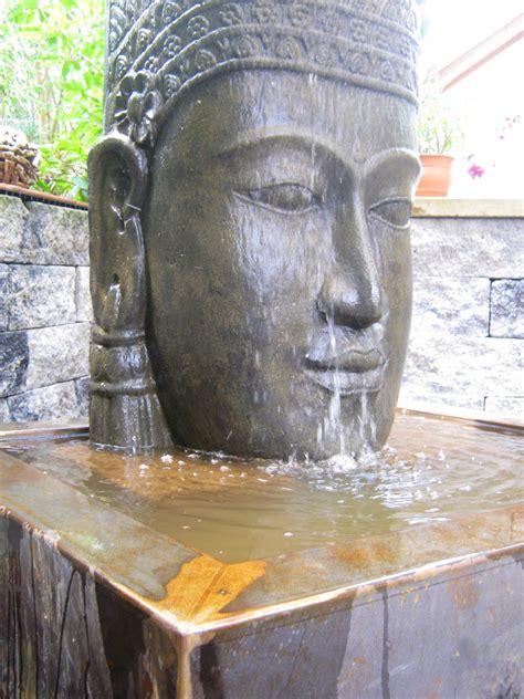 buddha kopf für garten buddha kopf khmer wasserspiel klassische gartenelemente neckargem 252 nd