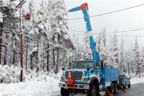 Pg E Outage pge power restoration teams continue  work 550 x 366 · jpeg