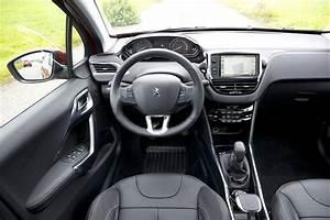 Peugeot 2008 1 2 Puretech 110 : peugeot 2008 1 2 puretech allure 110 pk 2016 autotest ~ Medecine-chirurgie-esthetiques.com Avis de Voitures
