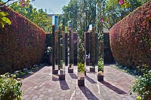 fantastic apple sculptures as home or garden decor home With sculpture moderne pour jardin 1 sculptures modern art studio