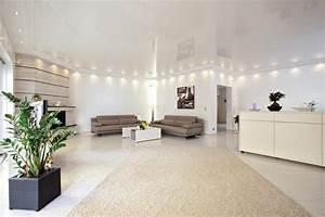 Wohnzimmer Decke Verkleiden : gl nzend gespannte decke ~ Watch28wear.com Haus und Dekorationen