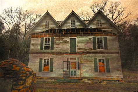 12 Creepy Houses In Georgia That Could Be Haunted