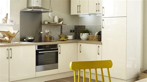installer une cuisine hauteur de hotte de cuisine newsindo co