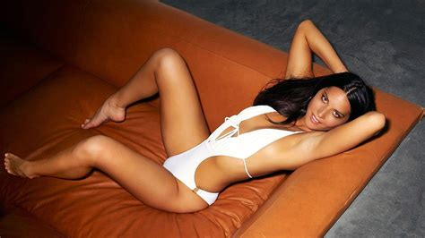 Olivia Munn Wallpapers Images Photos Pictures Backgrounds