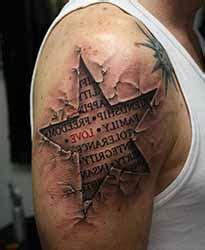 tatouage etoile epaule homme  tatouage homme