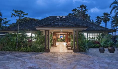 extraordinary hawaii home gracious oceanfront estate