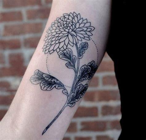 coole tattoos frauen ideen pusterblumen oberarm frauen tattoos