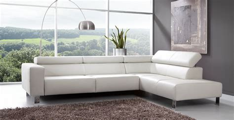 canapé d angle cuir noir et blanc le canape en cuir blanc pour une decoration epuree de