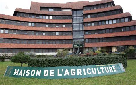 chambre de l agriculture deux employés de la chambre d 39 agriculture 64 sont sans