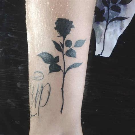 tatuaggio fiore stilizzato tatuaggi fiori stilizzati piccoli o grandi sempre di moda