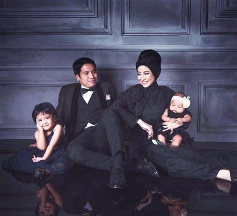 foto keluarga  menarik  menggunakan tema khusus