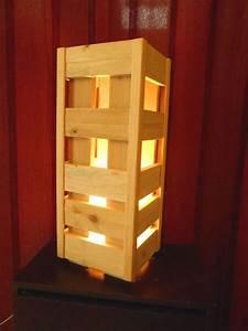 Lampe En Palette : lampe en bois de palette luminaires cr ation bois recycl fait maison lustres ~ Voncanada.com Idées de Décoration