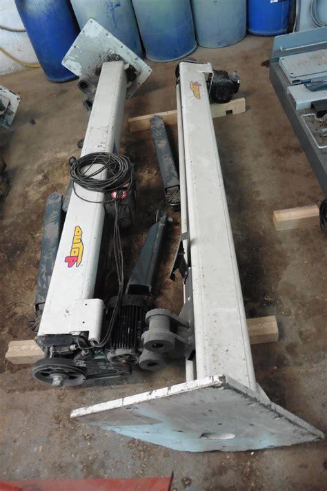 Auto P Maestro 3000kg 2 Post Screw Type Vehicle Lift By