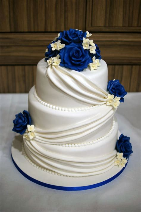 3 Tier Wedding Cake Drapes And Roses With Cupcake Tower 10