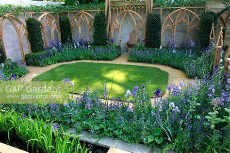 Ornamental Garden Trellis by Gap Gardens Formal Lawn Garden With Ornamental Trellis