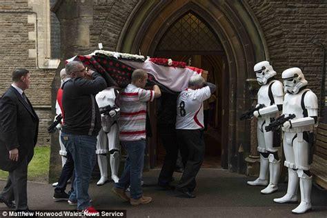 Star Wars fan Gordon Deacon receives guard of honour from ...