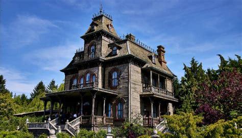Disneyland® Paris (1 day ticket / 2 parks) - pick up from