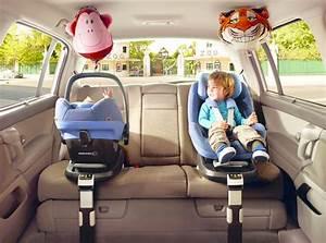 Nacelle En Voiture : vacances bien attacher son enfant en voiture droit p nal routier code de la route auto ~ Medecine-chirurgie-esthetiques.com Avis de Voitures