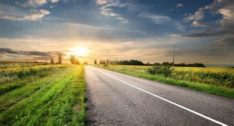 10 Country Roads You'll Love Driving On In Your Truck