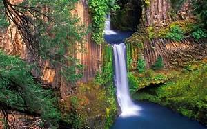 Toketee, Falls, River, North, Umpqua, Is, A, Waterfall, In, Douglas