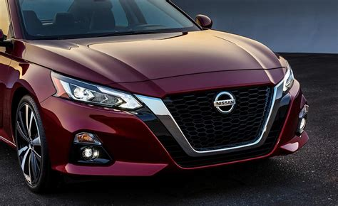 nissan altima red grille   pictures