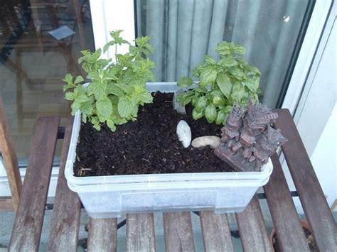 14 Best Diy Selfwatering Container Garden Ideas Balcony