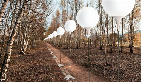 8 000 lighted balloons to berlin wall 25 years after its fall la times