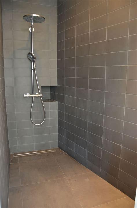 salle de bain foncee vertikaro salle de bain carrelage gris 187 vertikaro