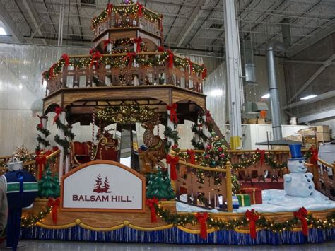sneak peek    floats  macys thanksgiving day