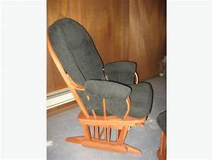 Gliding rocking chair with ottoman fauteuil bercant avec for Fauteuil rocking chair