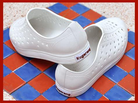 เคาะเดียวจัดไป!! รองเท้ายาง หุ้มส้น สีขาว มือ 2 สภาพ 95% ...