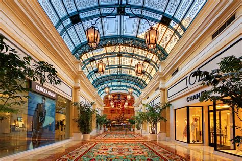 File:Shops in the Bellagio casino, Las Vegas.jpg ...
