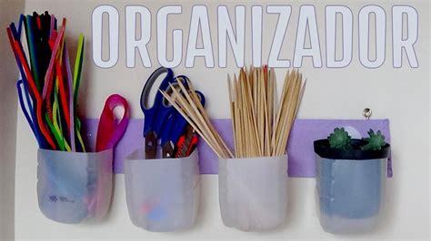 organizador hecho  botellas de plastico recicladas
