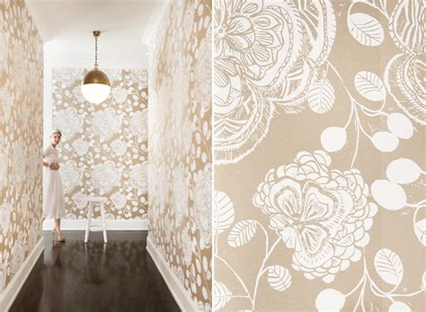 beautiful examples      utilize floral wallpaper