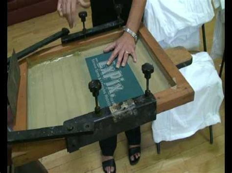 how to print on silk how to silk screen print in 4 minutes youtube
