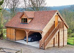 Holzgarage Mit Carport : eine holzgarage mit zwei carports und dem wohnraum im dachboden mehr holzgaragen finden sie auf ~ Markanthonyermac.com Haus und Dekorationen