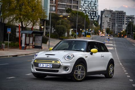 All-electric Mini Cooper SE charges into Mzansi ...