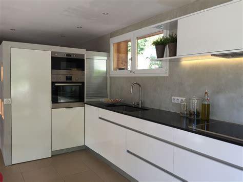 cuisine grise avec plan de travail noir cuisine blanc avec plan de travail noir cuisine idées