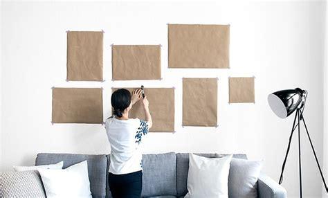 fernseher aufhängen wand so h 228 ngst du eine gallery wall richtig auf