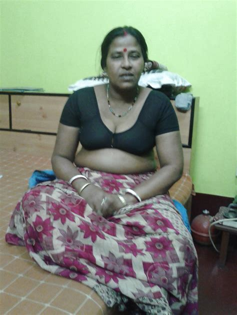 bhabhi Wearing Transparent Tight Blouse Pics Big Boobs