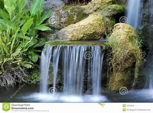 Kleiner Teich Mit Wasserfall : kleiner wasserfall lizenzfreie stockbilder bild 10270549 ~ Whattoseeinmadrid.com Haus und Dekorationen