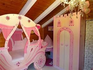 Lit Princesse Fille : lit carrosse princesse clasf ~ Teatrodelosmanantiales.com Idées de Décoration