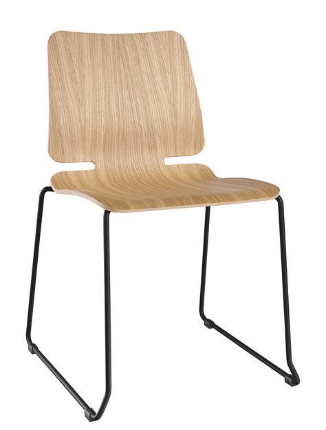 chaise à piètement luge cara chaise empilable noa piètement luge bois métal bois