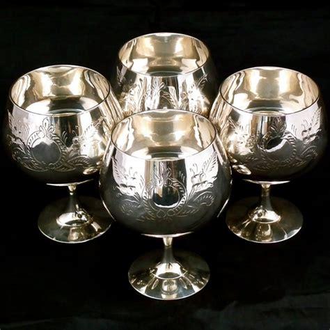 verre a vin en metal